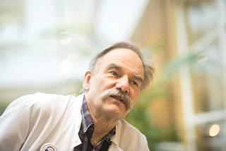 Professori Seppo Soinila on Turun yliopistollisen sairaalan neurologian ylilääkäri. Hän kuuluu tutkimusryhmään, joka tutkii musiikin vaikutusta aivoverenkiertohäiriöpotilaiden toipumiseen.