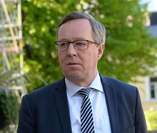 Elinkeinoministeri Mika Lintilä saapui Säätytalolle jälleen keskiviikkoaamuna.