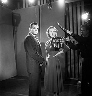 Tuore Miss Universum Armi Kuusela ja näyttelijä Tauno Palo elokuvan koekuvauksissa vuonna 1952.
