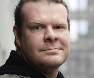 Tutkijatohtori Tuomas Aivelo muistuttaa paikallisten epidemioiden roolista koronaviruksen levinneisyydessä.