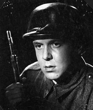 Veli-Matti Kaitala esitti sotamies Hauhiaa vuoden 1955 Tuntematon sotilas -elokuvassa.