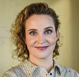 Kirsikka Saaren käsikirjoittama Hölmö nuori sydän voitti parhaan käsikirjoituksen Jussi-palkinnon vuonna 2019.