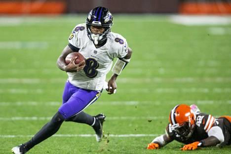 Baltimore Ravensin pelinrakentaja Lamar Jackson teki kaksi touchdownia Cleveland Brownsia vastaan.