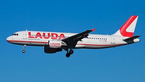 Laudalla on Airbus A320 -lentokoneita.