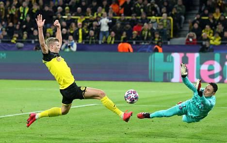 Dortmundin Erling Braut Haaland niittasi lähietäisyydeltä joukkueen ensimmäisen maalin.