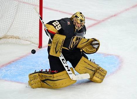 Vegasin maalivahti Marc-Andre Fleury päästi kolme maalia, joista yhden teki Coloradon Mikko Rantanen.