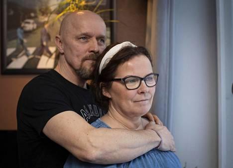 Cecilia Mankinen ja Jari Hirvinen ovat olleet pariskunta jo yli 20 vuotta Nyt otetaan paras irti tästä hetkestä, eikä mietitä liikaa sairauden tulevia vaiheita.
