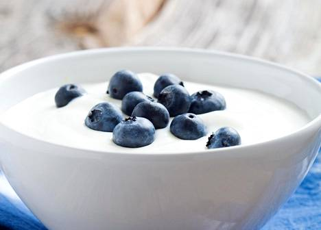 Hapanmaitotuotteissakin on syytä muistaa kokonaisuus: hapattaminen ei esimerkiksi kumoa jogurttiin lisätyn runsaan sokerin haittoja.