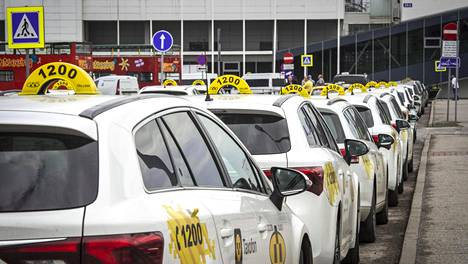 Taksiyhtiöillä Tulika ja Tallink on virallinen sopimus asiakkaiden palvelemiseksi sataman A-terminaalissa.