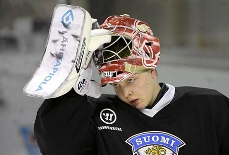 Maalivahti Ville Husso jääkiekon alle 20-vuotiaiden miesten MM-leiriryhmän jääharjoituksissa Vierumäellä.