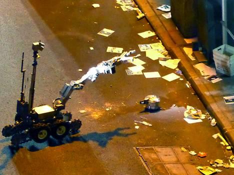 Poliisin robotti lähestyi räjähtämätöntä pommia New Yorkissa sunnuntaina.
