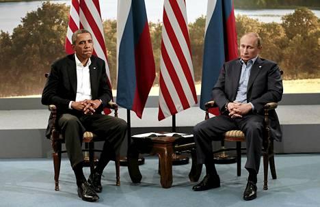 Yhdysvaltain presidentti Barack Obama ja Venäjän presidentti Vladimir Putin tapasivat viime kesäkuussa G8-maiden huippukokouksessa Pohjois-Irlannissa. Sittemmin Venäjä suljettiin pois G8-maiden ryhmästä.