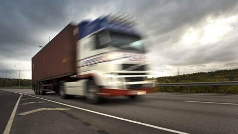 Autoliikenteen työnantajaliitto eroaa EK:sta. Liitto edustaa muun muassa linja-auto- ja kuorma-autoyrittäjiä.