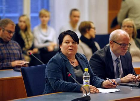 Perussuomalaisista erotettu Terhi Kiemunki on yksi uuden puoluehankkeen taustavoimista.