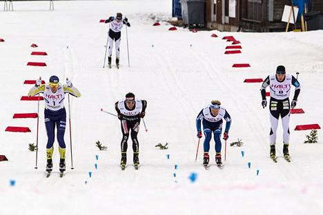 Matias Strandvall (vas.) hylättiin finaalissa. Voittajaksi nousi Toni Ketelä (oik.) ennen Juho Mikkosta (2. oik) ja Ristomatti Hakolaa.
