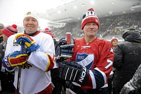Jari Kurri ja Simo Saarinen seurasivat SM-liigan talviklassikko-ottelua HIFK vs Jokerit stadionilla helmikuussa 2012.