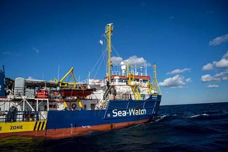 Sea Watch III -laivalla on pitänyt säännöstellä juomavettä, laivan lähettänyt saksalainen avustusjärjestö kertoi.