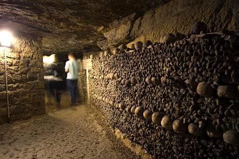 Pariisin alla kiemurtelevat katakombit ovat suosittu turistikohde.