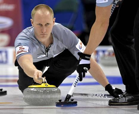 Brad Jacobs ja Kanada jahtaavat olympiakultaa.