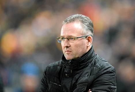 Paul Lambert viimeiseksi jääneessä ottelussaan Aston Villan managerina Hull Cityä vastaan 10. helmikuuta 2015.