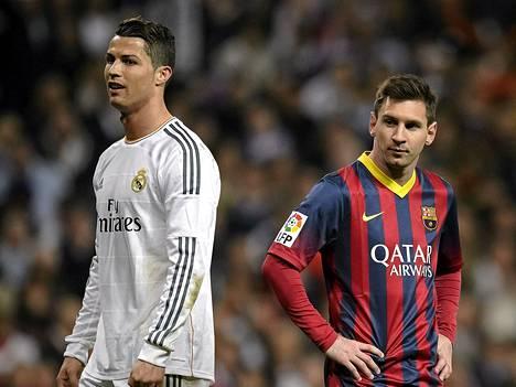 Real Madridin Cristiano Ronaldo teki rangaistuspotkusta maalin ja Barcelonan Lionel Messi kaksi sunnuntain ottelussa.