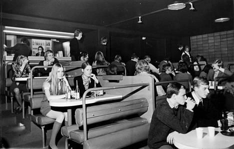 Tavastian yläkerran pöytiä vuonna 1970.