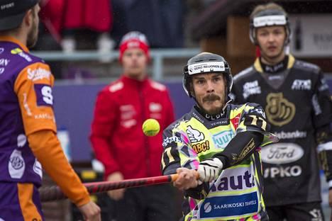 Aleksi Rautiainen sai lyöntinsä kohdalleen. Kuva kolmannesta loppuottelusta.