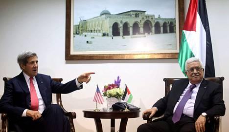 Yhdysvaltain ulkoministeri John Kerry ja palestiinalaisten presidentti Mahmud Abbas tapasivat joulukuun puolivälissä Ramallahin kaupungissa Länsirannalla.