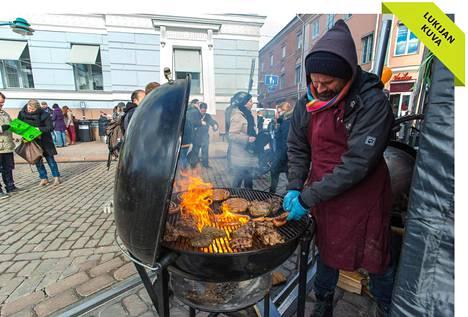 Tänä vuonna Streat Helsinki eats - katuruokatapahtumaa vietettiin Torikortteleissa sekä Esplanadin puistossa. Kuva on lukijan ottama.