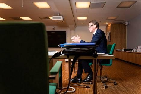 Valtiovarainministeri Matti Vanhanen (kesk) antoi haastattelun valtiovarainministeriössä Mariankadulla.