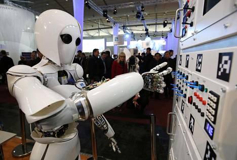 Saksalainen tekoälyn tutkimuskeskus esitteli Aila-nimistä robottiaan messuilla Hannoverissa 2013.