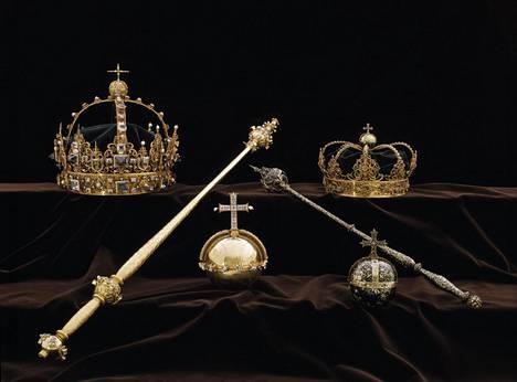 Kuningas Kaarle IX:n ja hänen puolisonsa kuningatar Kristiinan hautajaisregaaleja säilytettiin vitriinissä Strängnäsin tuomiokirkossa.