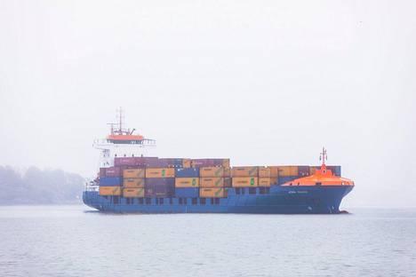Vuoden 2015 alussa voimaan tullut rikkidirektiivi määrää Itämerellä liikkuvat laivat vähentämään rikkipäästöjä. Suomalaisessa teollisuudessa vastustettiin uudistusta, koska kuljetuskustannusten pelättiin kasvavan.