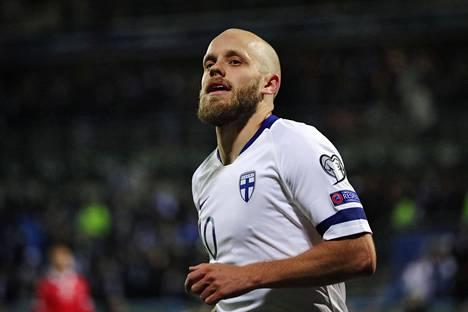 Teemu Pukki juhli maalia ottelussa Liechtensteinia vastaan Töölön jalkapallostadionilla Helsingissä.