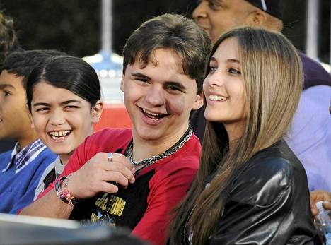 Michael Jacksonin lapset Blanket, Prince ja Paris kuvattuna Los Angelesissa tammikuussa 2012.