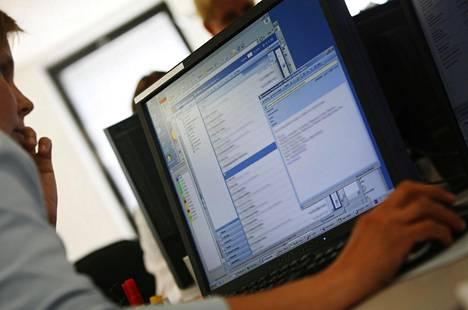 Viestintäviraston kyberturvallisuuskeskus kannustaa huolehtimaan omien salasanojen vaihtamisesta.