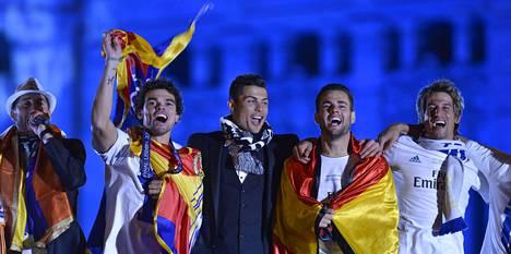 Sergio Ramos (vas.), Pepe, Cristiano Ronaldo, Jesé, Fábio Coentrão ja muut Real Madridin pelaajat saapuivat Lissabonista Madridiin juhlimaan Mestarien liigan voittoa.