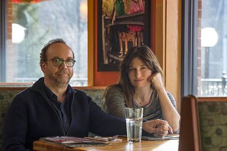 Elokuvan näyttelijävalinnat ovat nappisuoritus. Erityisen mahtavia rooleissaan ovat pääparia näyttelevät Paul Giamatti ja Kathryn Hahn.
