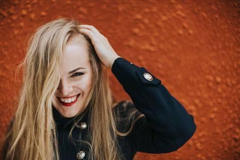 Omaleimainen laulaja, muusikko ja lauluntekijä Kadri Voorand on improvisoinut pikkulapsesta lähtien, vaikka tietämättään. Hänet valittiin viime talvena Virossa vuoden naisartistiksi.