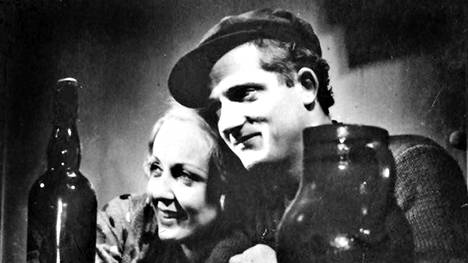 L'Atalante-elokuvan pääparia, vasta avioituneita Juliettea ja Jeania, esittävät Dita Parlo ja Jean Dasté.