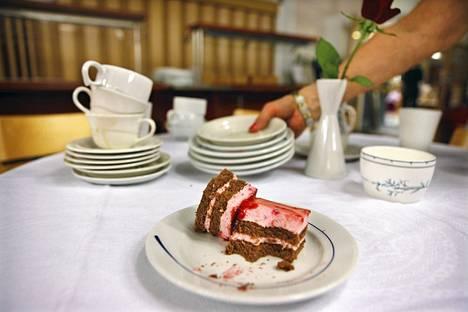 Ruotsalainen nainen jäi vuosikausiksi ilman kakkuja ja pähkinöitä väärän laktoosi-intoleranssidiagnoosin vuoksi.