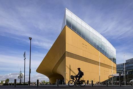 Uusi arkkitehtuuri- ja designmuseo voisi olla kuin Oodi: kaunis kaukaa ja koskettamaan houkutteleva läheltä.
