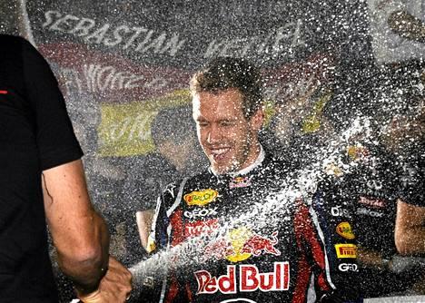 Sebastian Vettel otti ilon irti voitostaan.