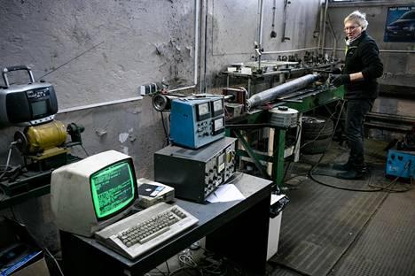 Jerzy Zygmunt rakensi ystävänsä kanssa akseleiden tasapainotuskoneen, joka hyödyntää Commodore 64:n tekemiä laskelmia. Vaikka Zygmuntin Commodore 64 on jo kolmisenkymmentä vuotta vanha, se toimii yhä ja on käytössä.