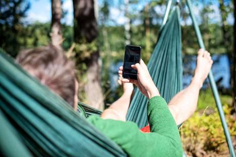 Älypuhelimen käyttö on hämärtänyt työn ja vapaa-ajan rajoja.