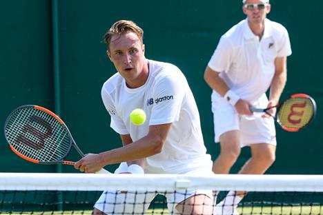 Henri Kontinen ja Australian John Peers etenivät Wimbledonin nelinpelissä toiselle kierrokselle.