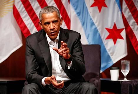 Yhdysvaltain entinen presidentti Barack Obama osallistui keskustelutilaisuuteen yhteisöjen järjestäytymisestä ja osallistavasta kansalaistoiminnasta Chicagossa maanantaina.