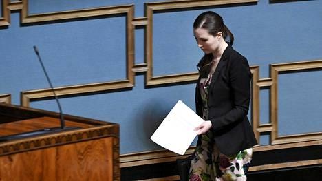 Pääministeri Sanna Marin (sd) oli paikalla ravintoloita koskevan lain ylimääräisessä käsittelyssä lauantaina.