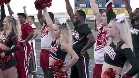 Cheer-sarja seuraa texasilaisen Navarro Collegen cheerleader-joukkueen harjoituksia.