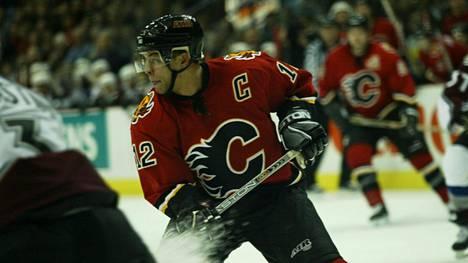 Jarome Iginla Calgary Flamesin paidassa joulukuussa 2003.